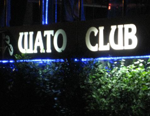 В клубе шато, меня всегда ждали отличная холодная водка и горячие девочки